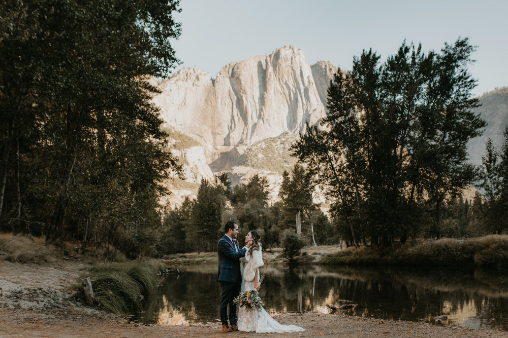 nicole-daacke-photography-intimate-elopement-wedding-yosemite-national-park-california-taft-point-sunset-photos-yosemite-valley-tunnel-view-first-look-sunrise-golden-granite-hiking-adventure-wedding-adventurous-elopement-photographer-23.jpg