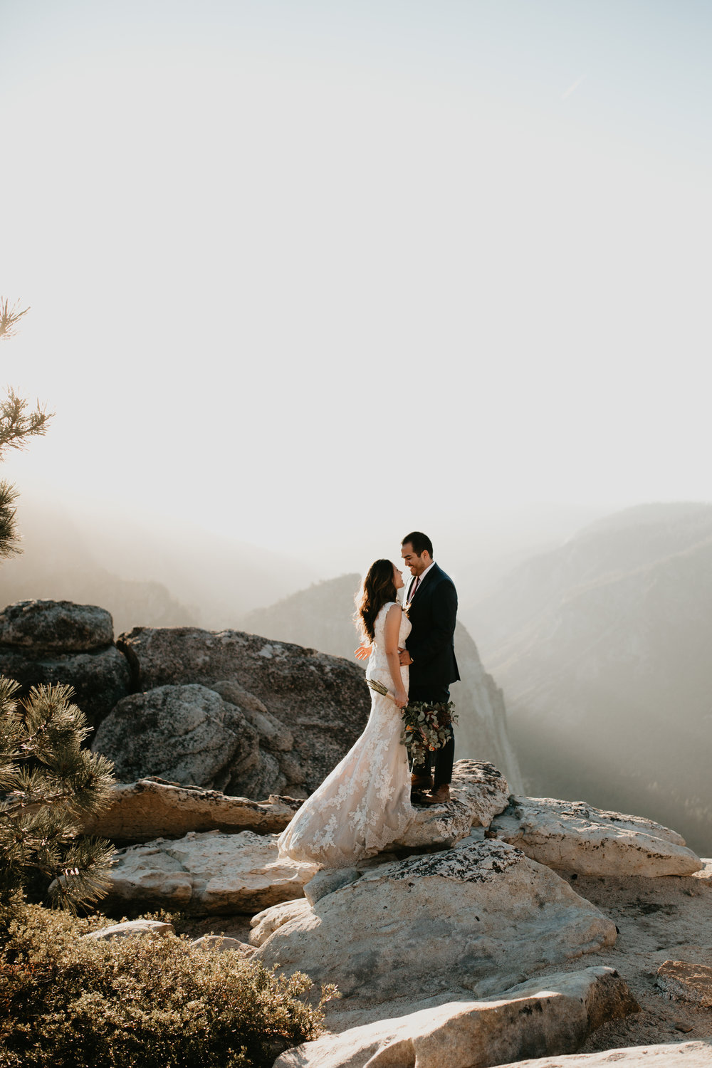 nicole-daacke-photography-intimate-elopement-wedding-yosemite-national-park-california-taft-point-sunset-photos-yosemite-valley-tunnel-view-first-look-sunrise-golden-granite-hiking-adventure-wedding-adventurous-elopement-photographer-92.jpg