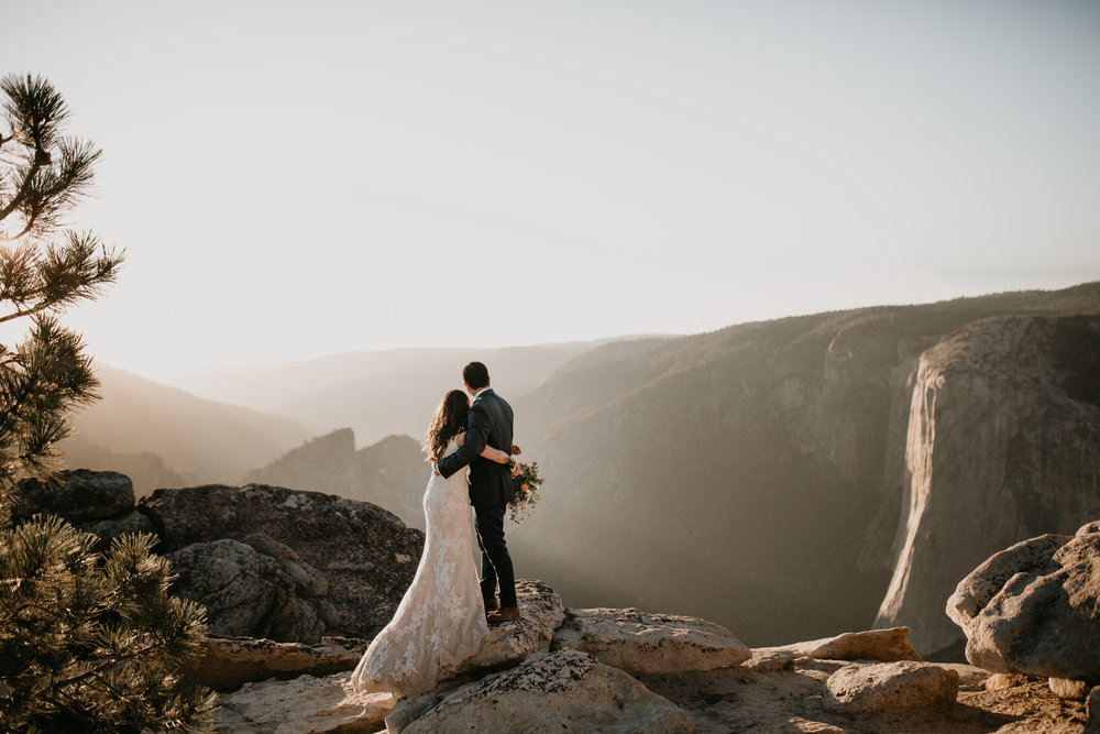 nicole-daacke-photography-intimate-elopement-wedding-yosemite-national-park-california-taft-point-sunset-photos-yosemite-valley-tunnel-view-first-look-sunrise-golden-granite-hiking-adventure-wedding-adventurous-elopement-photographer-96.jpg
