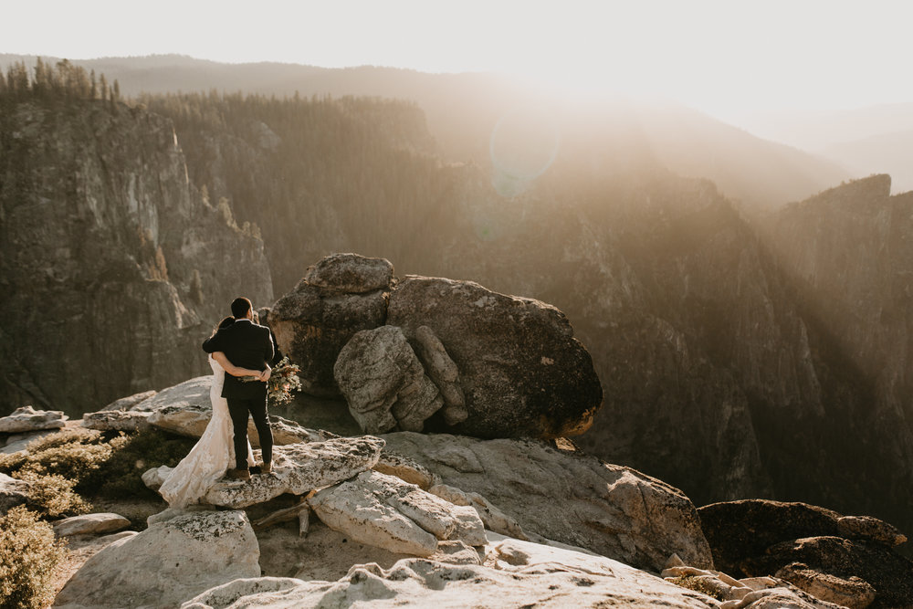 nicole-daacke-photography-intimate-elopement-wedding-yosemite-national-park-california-taft-point-sunset-photos-yosemite-valley-tunnel-view-first-look-sunrise-golden-granite-hiking-adventure-wedding-adventurous-elopement-photographer-97.jpg