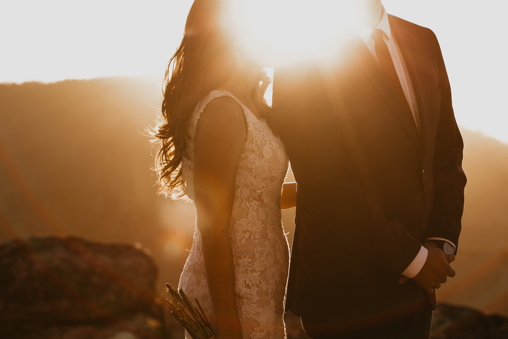 nicole-daacke-photography-intimate-elopement-wedding-yosemite-national-park-california-taft-point-sunset-photos-yosemite-valley-tunnel-view-first-look-sunrise-golden-granite-hiking-adventure-wedding-adventurous-elopement-photographer-100.jpg