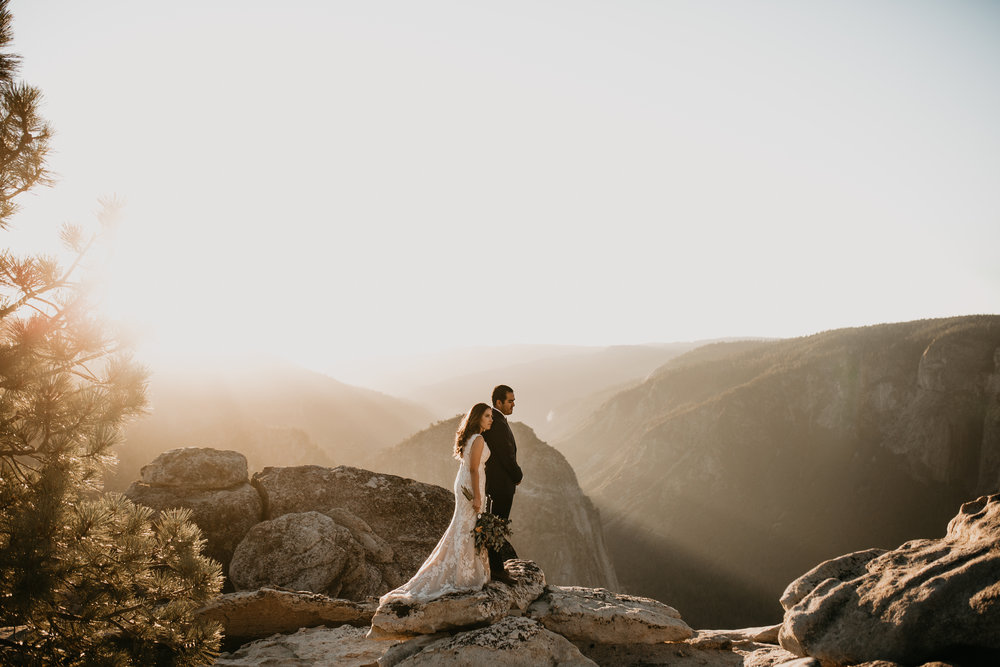 nicole-daacke-photography-intimate-elopement-wedding-yosemite-national-park-california-taft-point-sunset-photos-yosemite-valley-tunnel-view-first-look-sunrise-golden-granite-hiking-adventure-wedding-adventurous-elopement-photographer-102.jpg