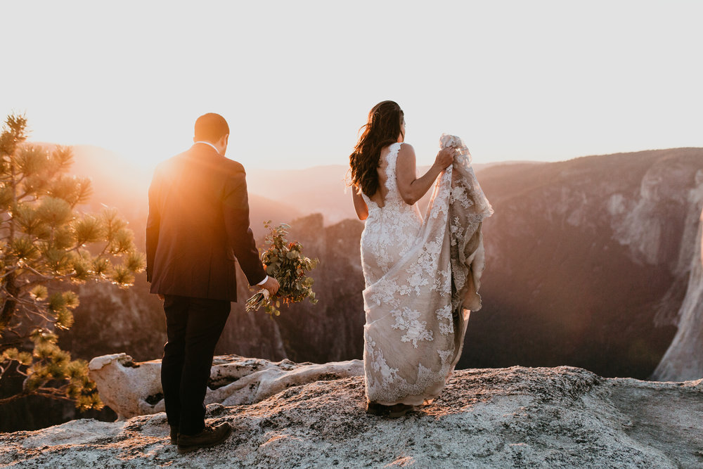 nicole-daacke-photography-intimate-elopement-wedding-yosemite-national-park-california-taft-point-sunset-photos-yosemite-valley-tunnel-view-first-look-sunrise-golden-granite-hiking-adventure-wedding-adventurous-elopement-photographer-119.jpg