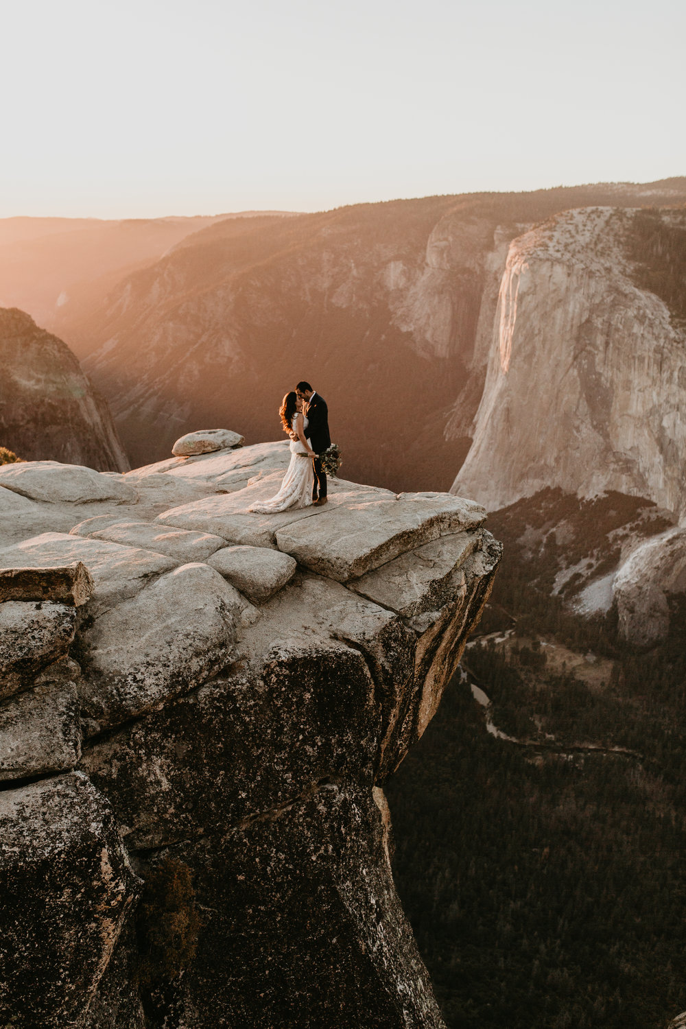 nicole-daacke-photography-intimate-elopement-wedding-yosemite-national-park-california-taft-point-sunset-photos-yosemite-valley-tunnel-view-first-look-sunrise-golden-granite-hiking-adventure-wedding-adventurous-elopement-photographer-118.jpg