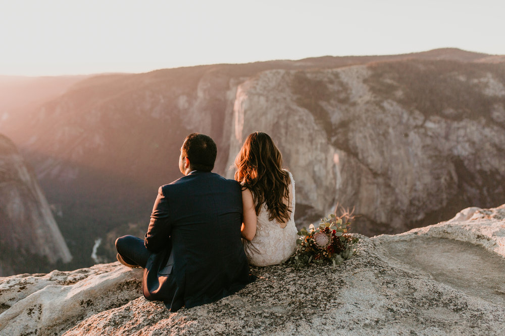 nicole-daacke-photography-intimate-elopement-wedding-yosemite-national-park-california-taft-point-sunset-photos-yosemite-valley-tunnel-view-first-look-sunrise-golden-granite-hiking-adventure-wedding-adventurous-elopement-photographer-120.jpg