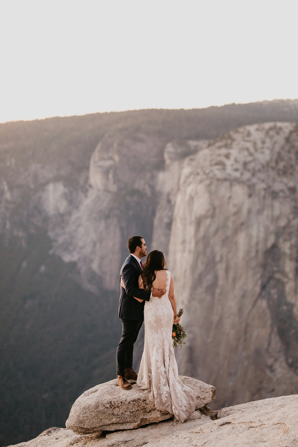 nicole-daacke-photography-intimate-elopement-wedding-yosemite-national-park-california-taft-point-sunset-photos-yosemite-valley-tunnel-view-first-look-sunrise-golden-granite-hiking-adventure-wedding-adventurous-elopement-photographer-123.jpg
