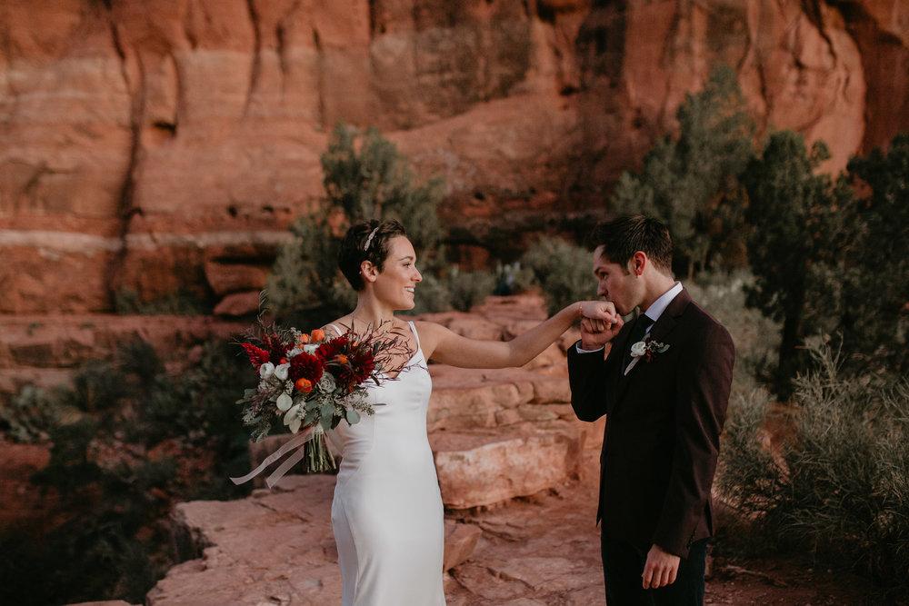 nicole-daacke-photography-sedona-arizona-destination-elopement-wedding-photographer-catherdral-rock-hiking-elopement-sedona-river-elopement-photos-desert-rock-wedding-photographer-laid-back-spontaneous-elopement-8.jpg