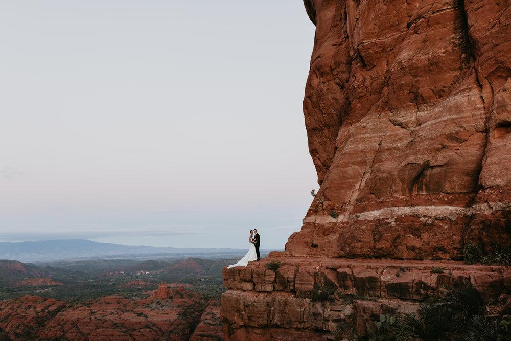 nicole-daacke-photography-sedona-arizona-destination-elopement-wedding-photographer-catherdral-rock-hiking-elopement-sedona-river-elopement-photos-desert-rock-wedding-photographer-laid-back-spontaneous-elopement-11.jpg
