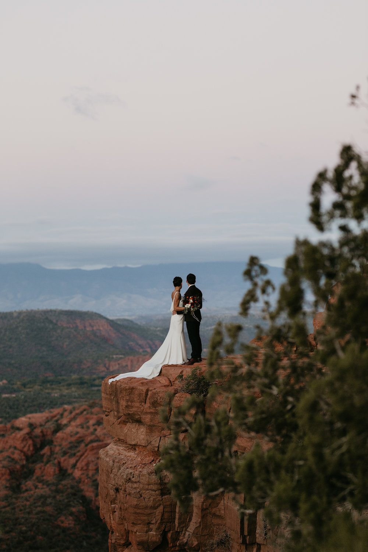 nicole-daacke-photography-sedona-arizona-destination-elopement-wedding-photographer-catherdral-rock-hiking-elopement-sedona-river-elopement-photos-desert-rock-wedding-photographer-laid-back-spontaneous-elopement-12.jpg