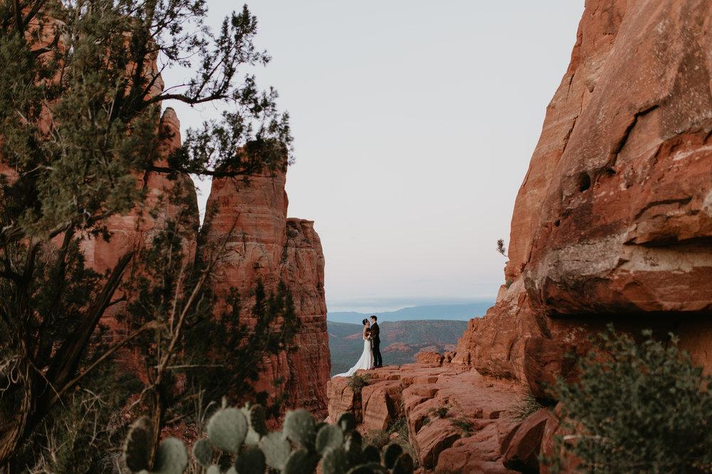 nicole-daacke-photography-sedona-arizona-destination-elopement-wedding-photographer-catherdral-rock-hiking-elopement-sedona-river-elopement-photos-desert-rock-wedding-photographer-laid-back-spontaneous-elopement-13.jpg