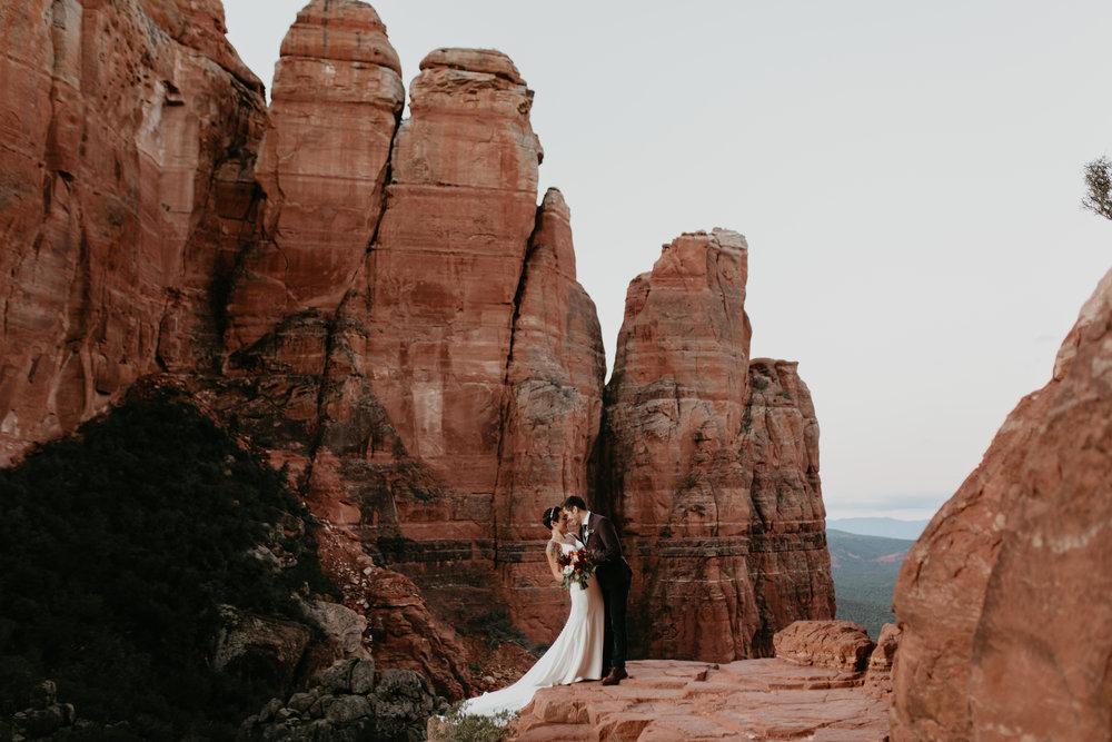 nicole-daacke-photography-sedona-arizona-destination-elopement-wedding-photographer-catherdral-rock-hiking-elopement-sedona-river-elopement-photos-desert-rock-wedding-photographer-laid-back-spontaneous-elopement-19.jpg