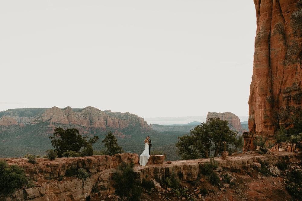 nicole-daacke-photography-sedona-arizona-destination-elopement-wedding-photographer-catherdral-rock-hiking-elopement-sedona-river-elopement-photos-desert-rock-wedding-photographer-laid-back-spontaneous-elopement-32.jpg