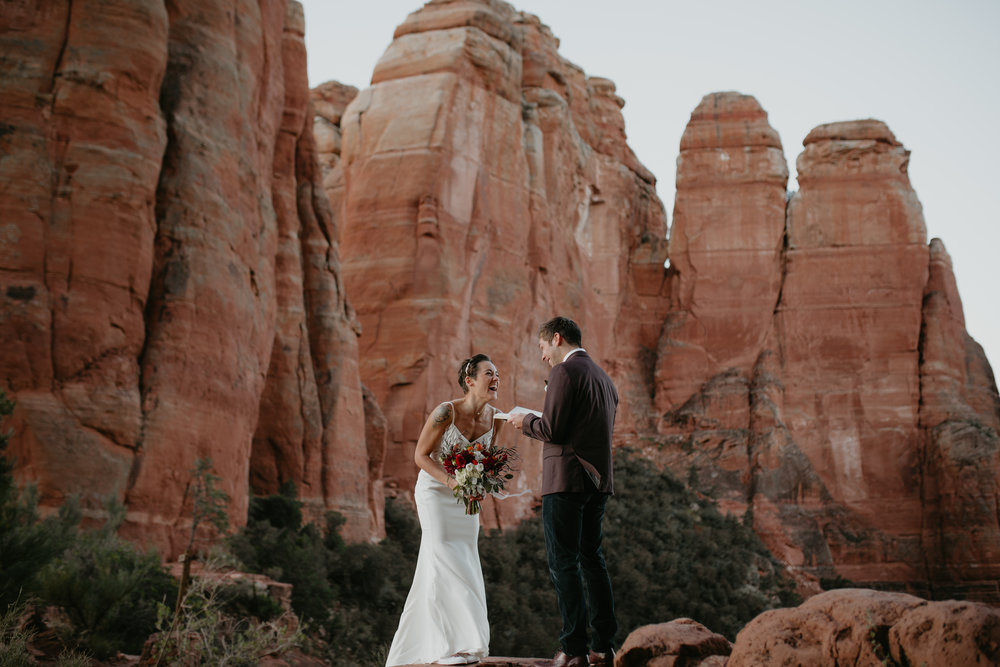 nicole-daacke-photography-sedona-arizona-destination-elopement-wedding-photographer-catherdral-rock-hiking-elopement-sedona-river-elopement-photos-desert-rock-wedding-photographer-laid-back-spontaneous-elopement-35.jpg