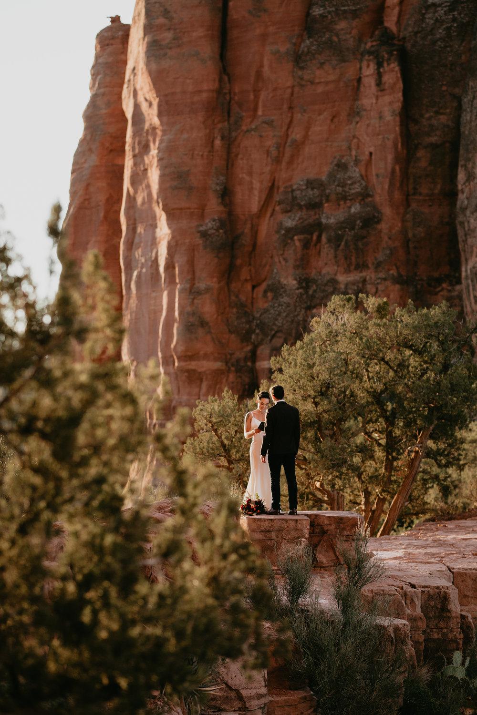 nicole-daacke-photography-sedona-arizona-destination-elopement-wedding-photographer-catherdral-rock-hiking-elopement-sedona-river-elopement-photos-desert-rock-wedding-photographer-laid-back-spontaneous-elopement-44.jpg