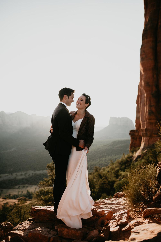 nicole-daacke-photography-sedona-arizona-destination-elopement-wedding-photographer-catherdral-rock-hiking-elopement-sedona-river-elopement-photos-desert-rock-wedding-photographer-laid-back-spontaneous-elopement-46.jpg