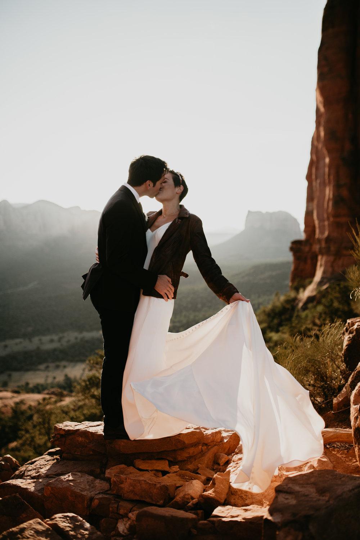 nicole-daacke-photography-sedona-arizona-destination-elopement-wedding-photographer-catherdral-rock-hiking-elopement-sedona-river-elopement-photos-desert-rock-wedding-photographer-laid-back-spontaneous-elopement-47.jpg