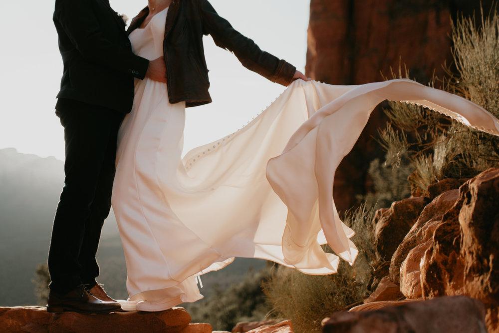nicole-daacke-photography-sedona-arizona-destination-elopement-wedding-photographer-catherdral-rock-hiking-elopement-sedona-river-elopement-photos-desert-rock-wedding-photographer-laid-back-spontaneous-elopement-48.jpg