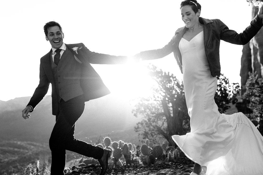 nicole-daacke-photography-sedona-arizona-destination-elopement-wedding-photographer-catherdral-rock-hiking-elopement-sedona-river-elopement-photos-desert-rock-wedding-photographer-laid-back-spontaneous-elopement-50.jpg