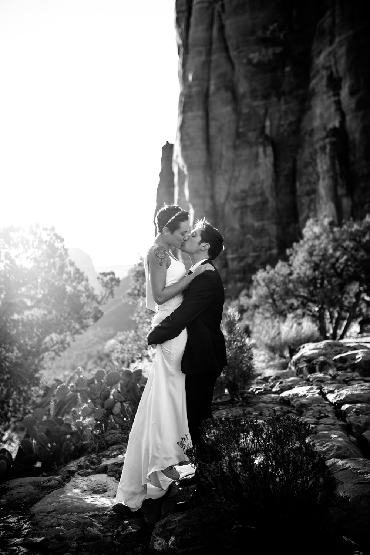nicole-daacke-photography-sedona-arizona-destination-elopement-wedding-photographer-catherdral-rock-hiking-elopement-sedona-river-elopement-photos-desert-rock-wedding-photographer-laid-back-spontaneous-elopement-53.jpg
