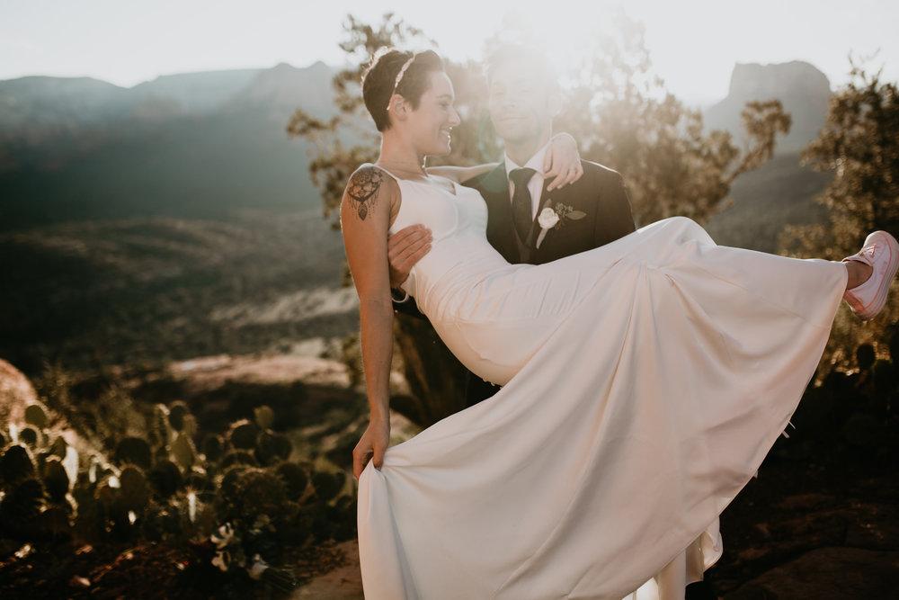 nicole-daacke-photography-sedona-arizona-destination-elopement-wedding-photographer-catherdral-rock-hiking-elopement-sedona-river-elopement-photos-desert-rock-wedding-photographer-laid-back-spontaneous-elopement-54.jpg