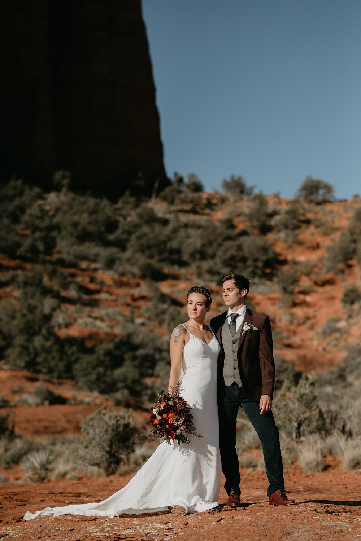 nicole-daacke-photography-sedona-arizona-destination-elopement-wedding-photographer-catherdral-rock-hiking-elopement-sedona-river-elopement-photos-desert-rock-wedding-photographer-laid-back-spontaneous-elopement-73.jpg