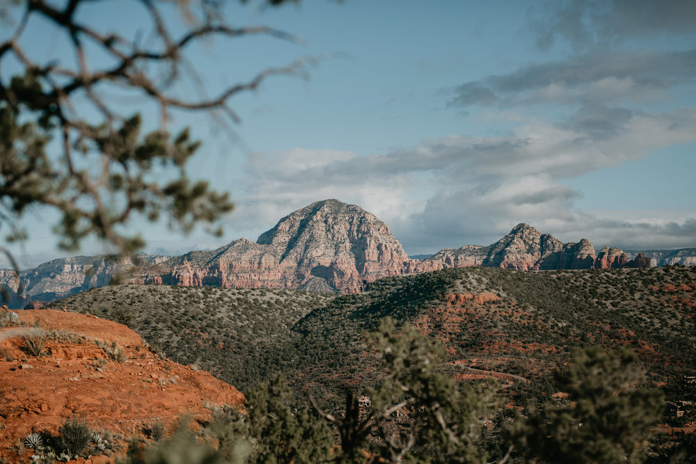 nicole-daacke-photography-sedona-arizona-destination-elopement-wedding-photographer-catherdral-rock-hiking-elopement-sedona-river-elopement-photos-desert-rock-wedding-photographer-laid-back-spontaneous-elopement-74.jpg