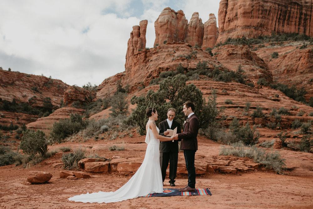 nicole-daacke-photography-sedona-arizona-destination-elopement-wedding-photographer-catherdral-rock-hiking-elopement-sedona-river-elopement-photos-desert-rock-wedding-photographer-laid-back-spontaneous-elopement-78.jpg
