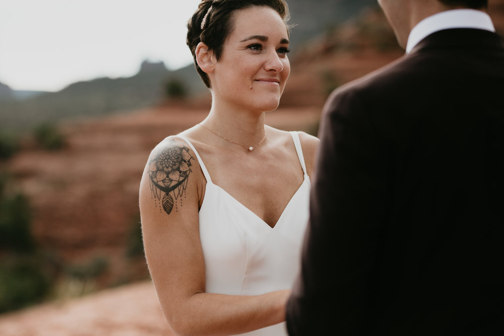 nicole-daacke-photography-sedona-arizona-destination-elopement-wedding-photographer-catherdral-rock-hiking-elopement-sedona-river-elopement-photos-desert-rock-wedding-photographer-laid-back-spontaneous-elopement-80.jpg