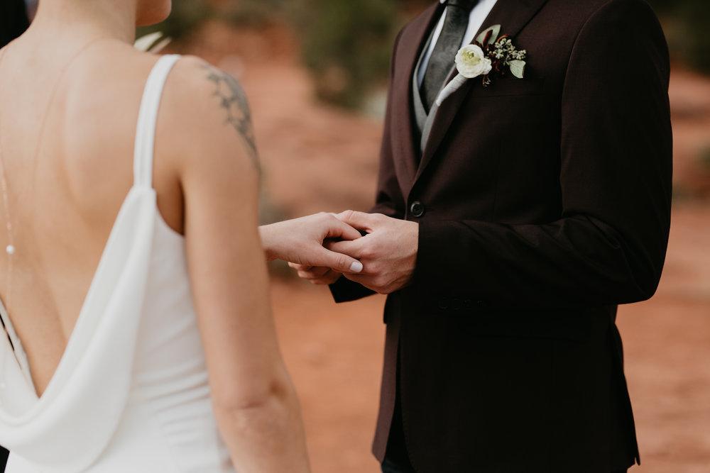 nicole-daacke-photography-sedona-arizona-destination-elopement-wedding-photographer-catherdral-rock-hiking-elopement-sedona-river-elopement-photos-desert-rock-wedding-photographer-laid-back-spontaneous-elopement-85.jpg