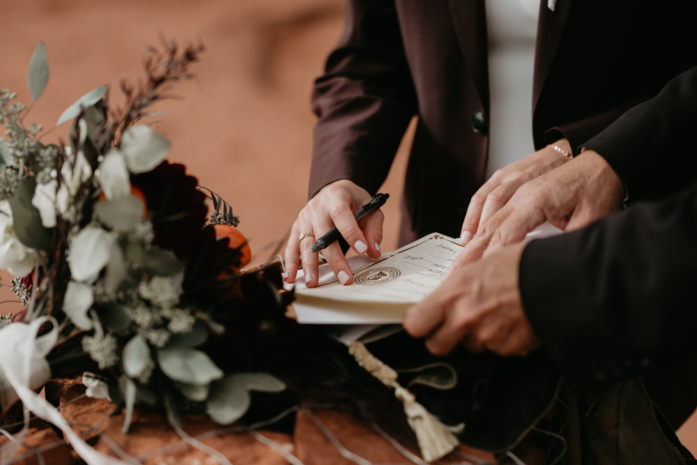 nicole-daacke-photography-sedona-arizona-destination-elopement-wedding-photographer-catherdral-rock-hiking-elopement-sedona-river-elopement-photos-desert-rock-wedding-photographer-laid-back-spontaneous-elopement-91.jpg