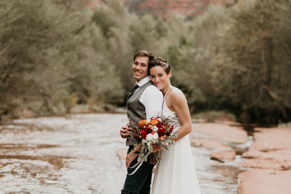 nicole-daacke-photography-sedona-arizona-destination-elopement-wedding-photographer-catherdral-rock-hiking-elopement-sedona-river-elopement-photos-desert-rock-wedding-photographer-laid-back-spontaneous-elopement-106.jpg