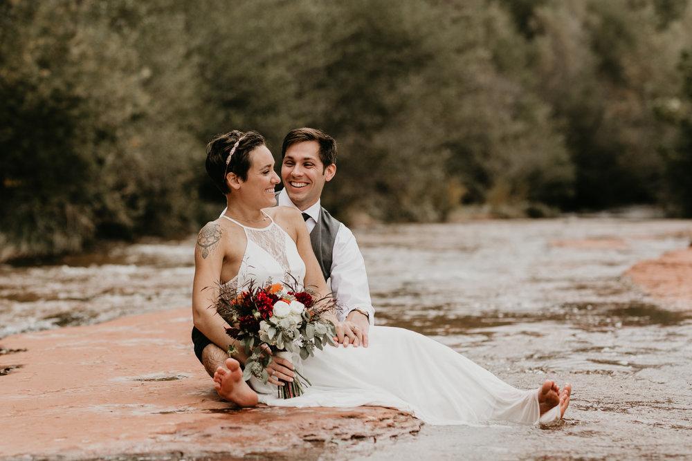 nicole-daacke-photography-sedona-arizona-destination-elopement-wedding-photographer-catherdral-rock-hiking-elopement-sedona-river-elopement-photos-desert-rock-wedding-photographer-laid-back-spontaneous-elopement-111.jpg