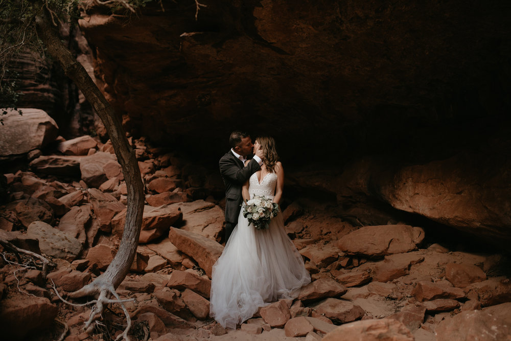 nicole-daacke-photography-zion-national-park-elopement-photographer-canyon-overlook-trail-elope-hiking-adventure-wedding-photos-fall-utah-red-rock-canyon-stgeorge-eloping-photographer-29.jpg