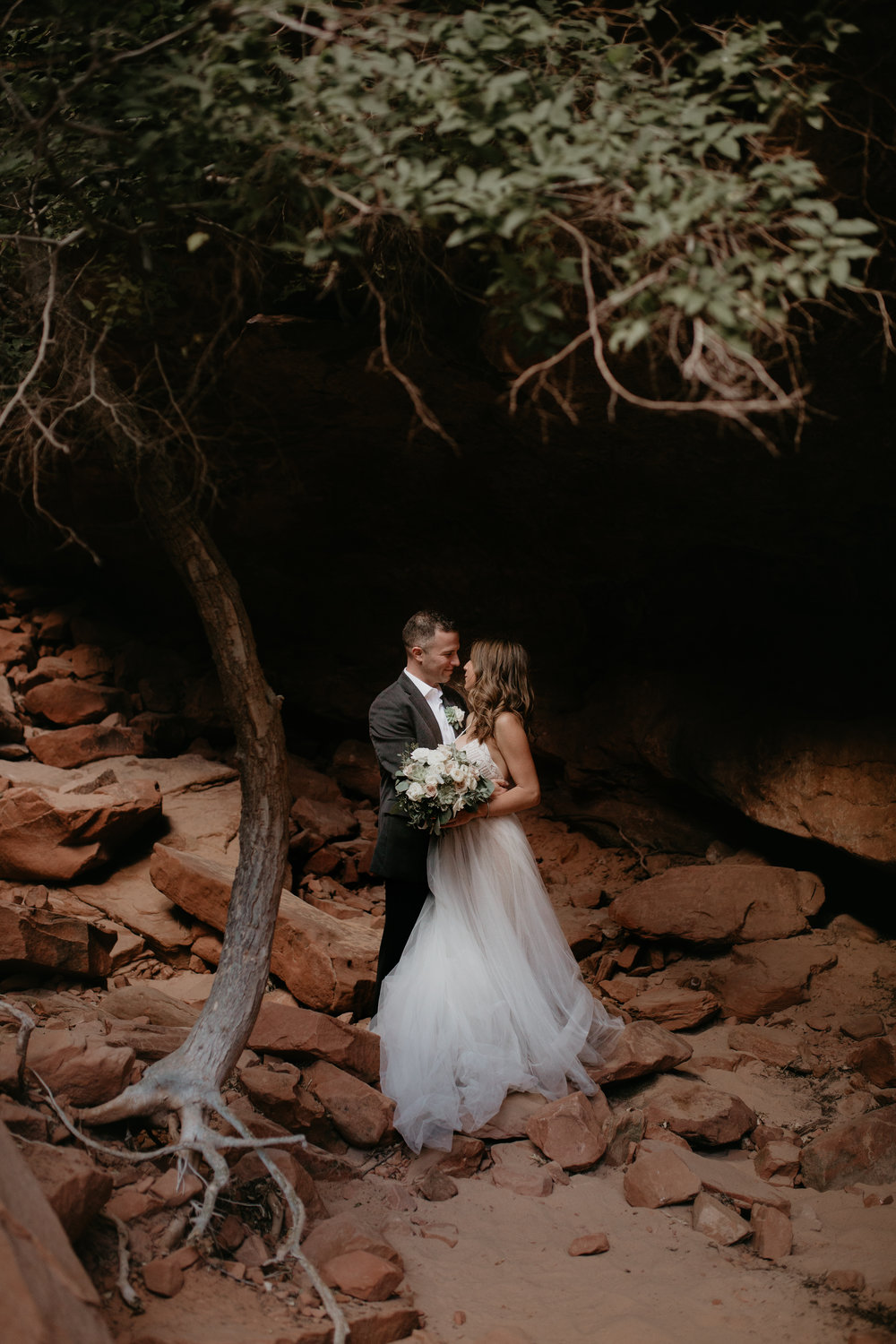 nicole-daacke-photography-zion-national-park-elopement-photographer-canyon-overlook-trail-elope-hiking-adventure-wedding-photos-fall-utah-red-rock-canyon-stgeorge-eloping-photographer-31.jpg