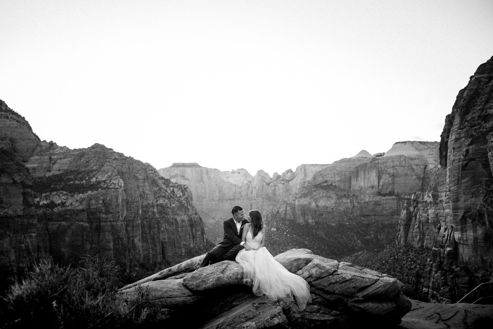 nicole-daacke-photography-zion-national-park-elopement-photographer-canyon-overlook-trail-elope-hiking-adventure-wedding-photos-fall-utah-red-rock-canyon-stgeorge-eloping-photographer-88.jpg