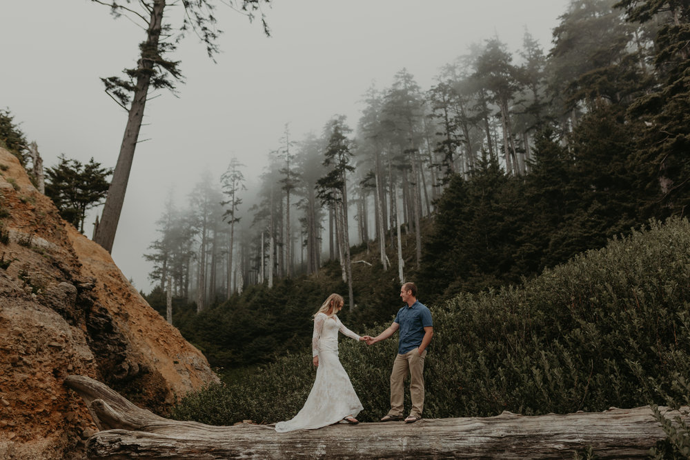 nicole-daacke-photography-oregon-coast-cannon-beach-indian-beach-ecola-state-park-adventurous-bridal-session-elopement-wedding-intimate-session-foggy-wedding-photographer-1.jpg