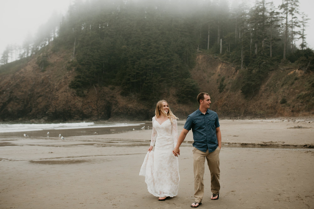 nicole-daacke-photography-oregon-coast-cannon-beach-indian-beach-ecola-state-park-adventurous-bridal-session-elopement-wedding-intimate-session-foggy-wedding-photographer-4.jpg