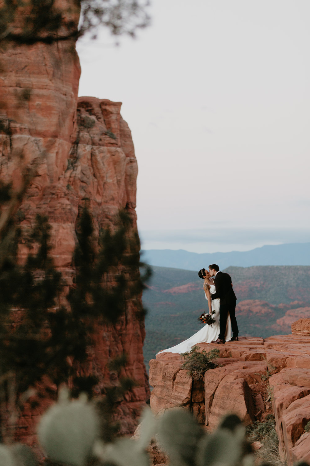 nicole-daacke-photography-sedona-arizona-adventurous-elopement-adventure-elope-photographer-cathedral-rock-sedona-vortex-intimate-wedding-hiking-elopement-photographer-5.jpg