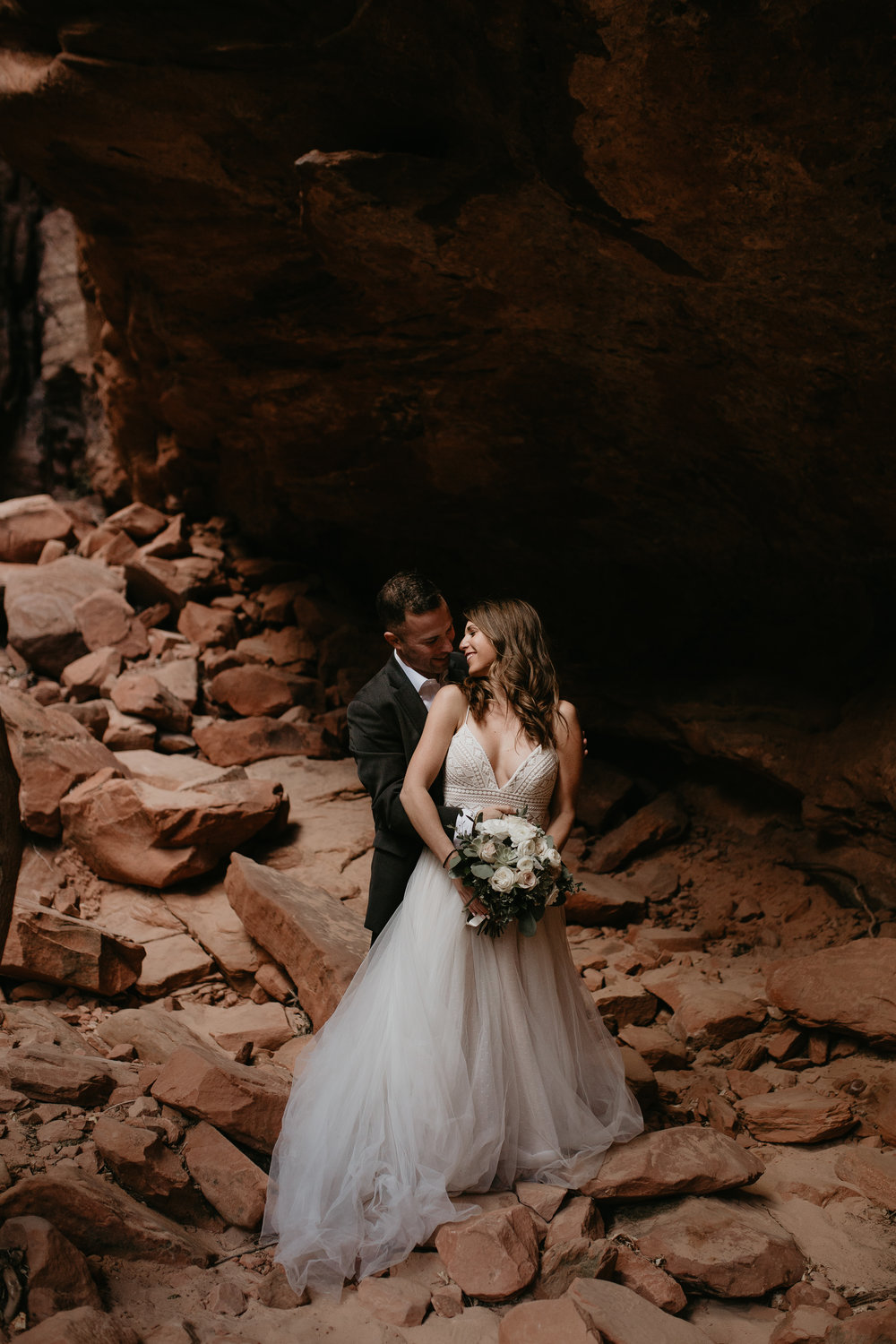 zion-national-park-elopement-photographer-adventure-adventurous-elopement-photographer-photography-in-national-parks-utah-red-rock-sunset-canyon-trail-destination-intimate-wedding-photos-12.jpg