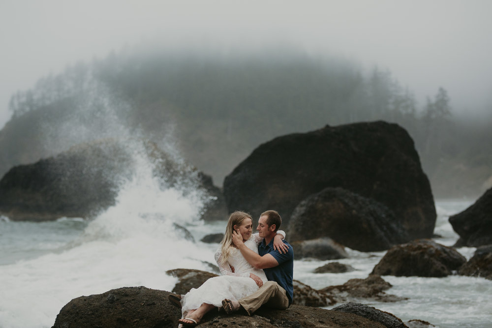 nicole-daacke-photography-ecola-state-park-oregon-elopement-bridal-photos-photographer-for-cannon-beach-elopement-oregon-coast-elopement-photographer-foggy-summer-elopement-cannon-beach-best-adventure-elopement-photographer-5612.jpg