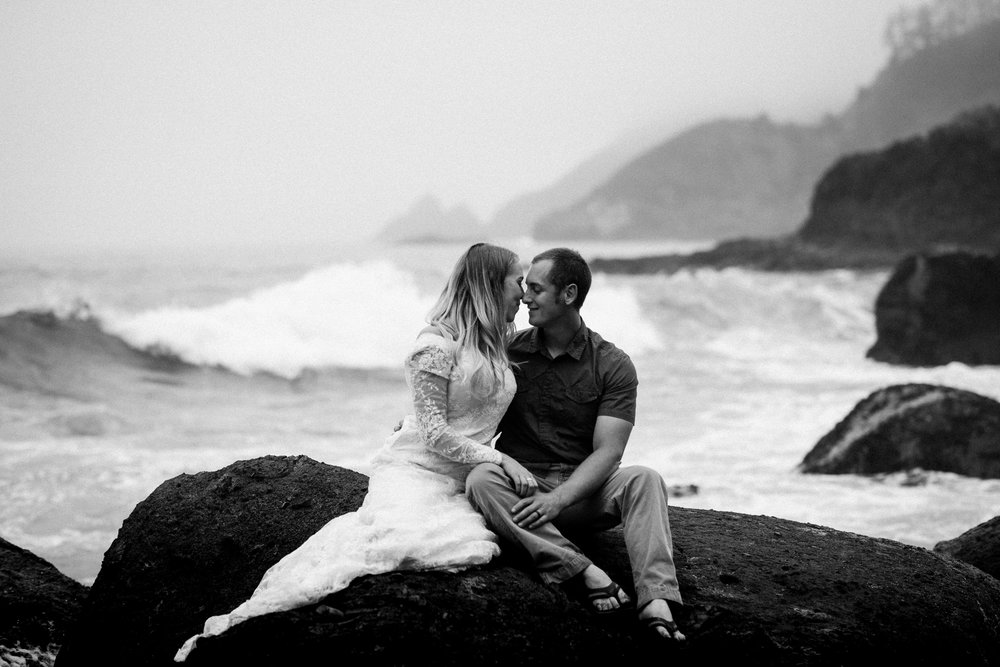 nicole-daacke-photography-ecola-state-park-oregon-elopement-bridal-photos-photographer-for-cannon-beach-elopement-oregon-coast-elopement-photographer-foggy-summer-elopement-cannon-beach-best-adventure-elopement-photographer-5618.jpg