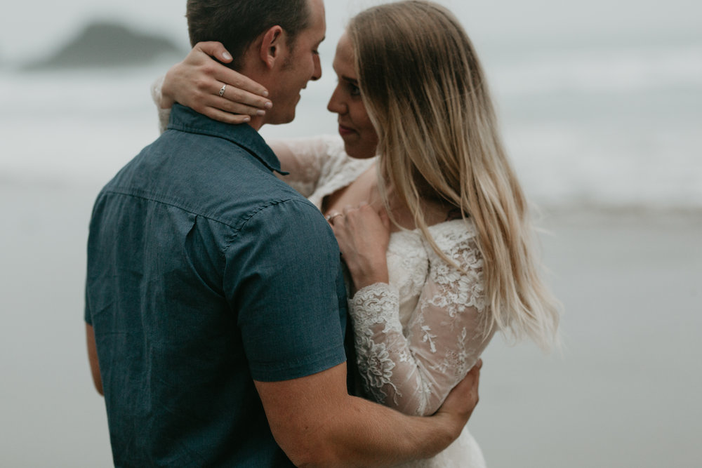 nicole-daacke-photography-ecola-state-park-oregon-elopement-bridal-photos-photographer-for-cannon-beach-elopement-oregon-coast-elopement-photographer-foggy-summer-elopement-cannon-beach-best-adventure-elopement-photographer-5673.jpg