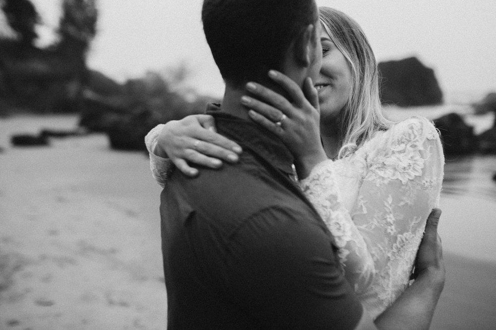 nicole-daacke-photography-ecola-state-park-oregon-elopement-bridal-photos-photographer-for-cannon-beach-elopement-oregon-coast-elopement-photographer-foggy-summer-elopement-cannon-beach-best-adventure-elopement-photographer-7112.jpg