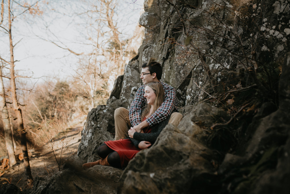 nicole-daacke-photography-shenandoah-national-park-adventure-engagement-session-with-fall-foliage-shenandoah-elopement-photographer-engagement-photos-in-virginia-charlottesville-national-park-adventure-elopement-photographer-3592-2.jpg