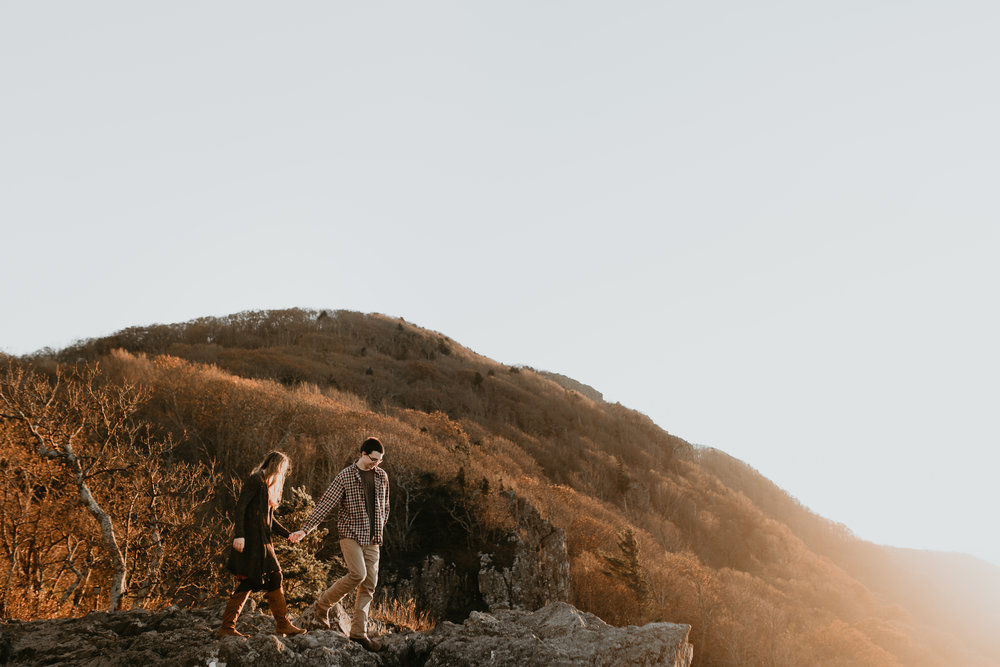 nicole-daacke-photography-shenandoah-national-park-adventure-engagement-session-with-fall-foliage-shenandoah-elopement-photographer-engagement-photos-in-virginia-charlottesville-national-park-adventure-elopement-photographer-3900.jpg