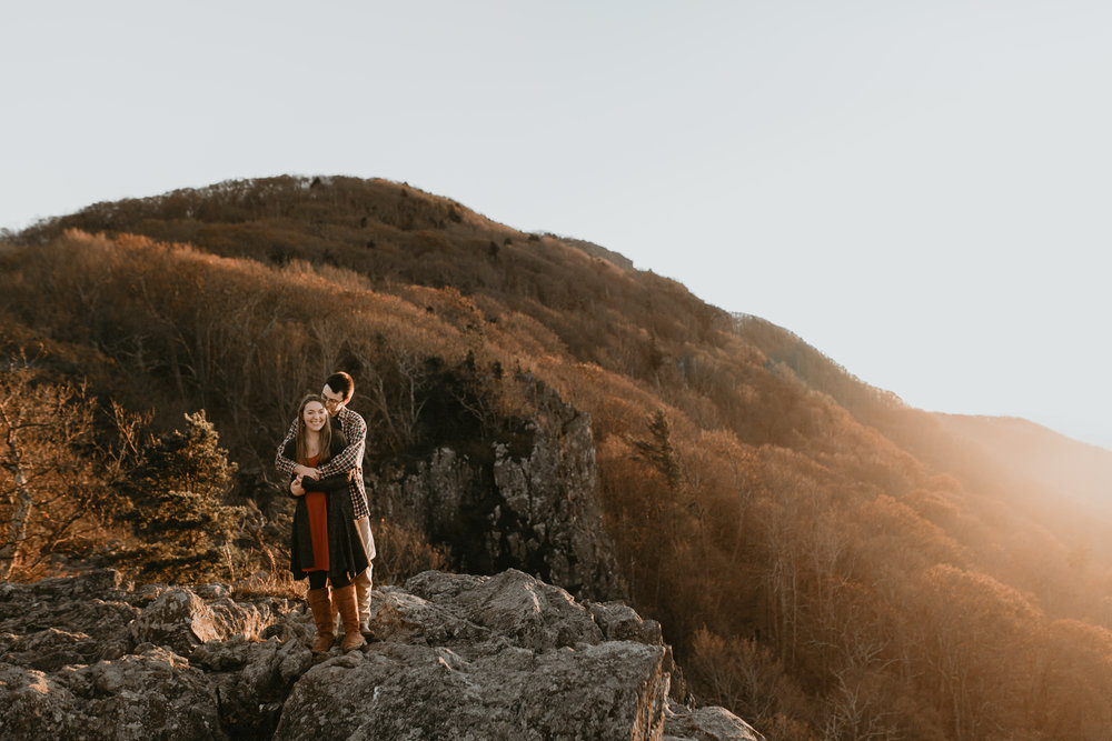 nicole-daacke-photography-shenandoah-national-park-adventure-engagement-session-with-fall-foliage-shenandoah-elopement-photographer-engagement-photos-in-virginia-charlottesville-national-park-adventure-elopement-photographer-3919.jpg