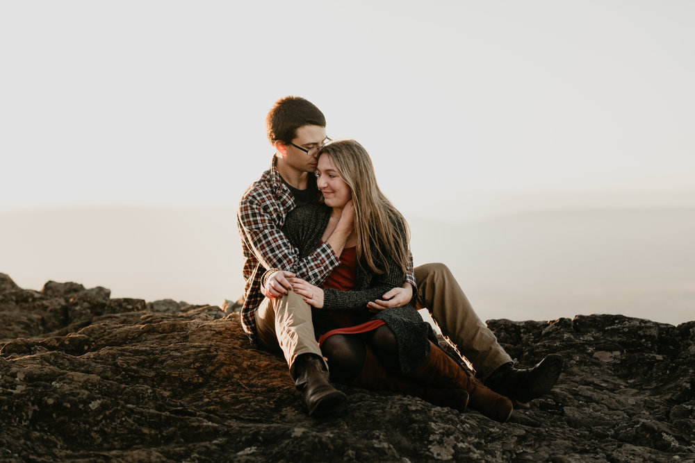 nicole-daacke-photography-shenandoah-national-park-adventure-engagement-session-with-fall-foliage-shenandoah-elopement-photographer-engagement-photos-in-virginia-charlottesville-national-park-adventure-elopement-photographer-3923.jpg