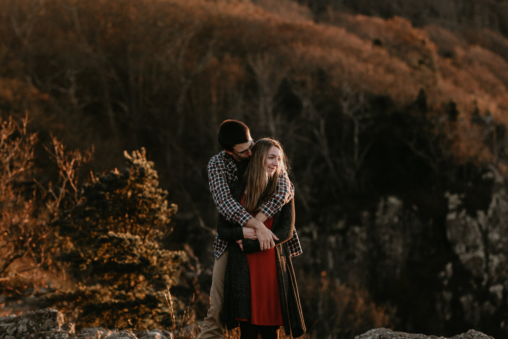 nicole-daacke-photography-shenandoah-national-park-adventure-engagement-session-with-fall-foliage-shenandoah-elopement-photographer-engagement-photos-in-virginia-charlottesville-national-park-adventure-elopement-photographer-3966.jpg