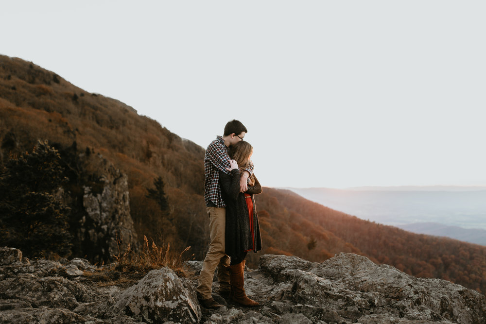 nicole-daacke-photography-shenandoah-national-park-adventure-engagement-session-with-fall-foliage-shenandoah-elopement-photographer-engagement-photos-in-virginia-charlottesville-national-park-adventure-elopement-photographer-3980.jpg