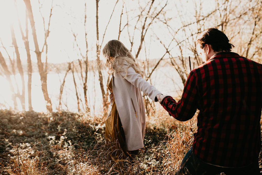 nicole-daacke-photography-white-cliffs-of-conoy-in-lancaster-pa-pennsylvania-adventure-session-adventure-elopement-photographer-engagement session-in-lancaster-pa-photographer-golden-sunset-winter-solstice-wedding-riverside-elopement-4012.jpg